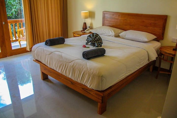 1 Bedroom Superior Double or Twin Komodo Lodge