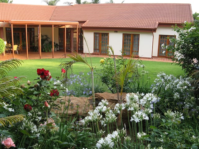 Guesthouse in tranquil garden with easy access