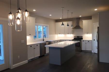 New Modern House near Madison - Waunakee - 一軒家