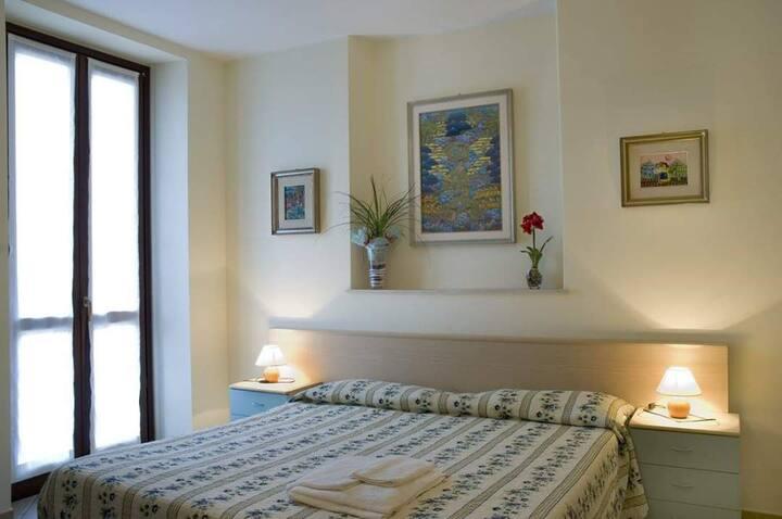 Camera con bagno privato a 100 metri dal mare.