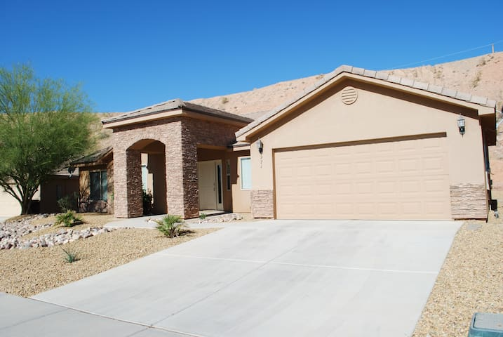 Mesquite 4 Bedroom Vacation Home w/ Golf Discounts