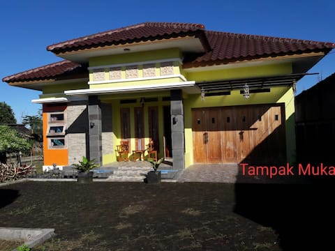 Big Comfy House with Fishing Pool in Sukabumi City