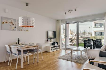 Moderne gemütliche 2-Zimmer Whg. mit Terrasse - คอนสแตนซ์ - อพาร์ทเมนท์