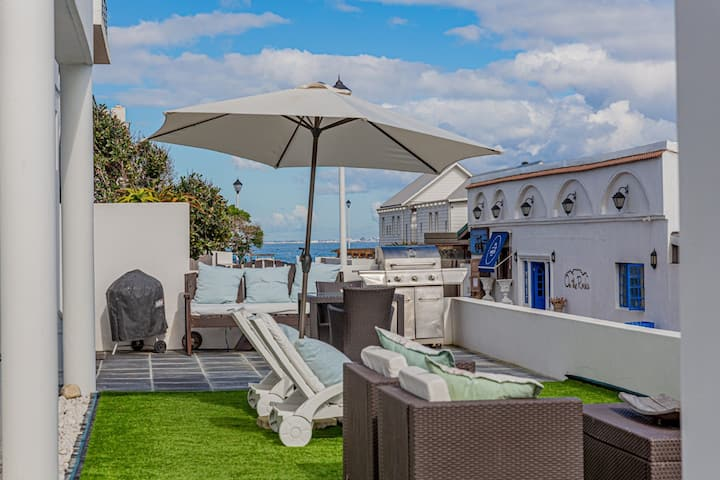 Cape Town BEACHFRONT Blouberg  Apartment