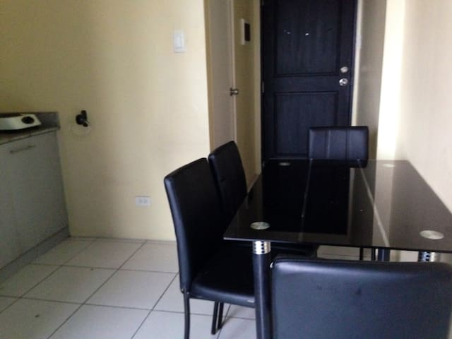 A 1 bedroom unit in heart of Manila - Ciutat Quezon - Apartament