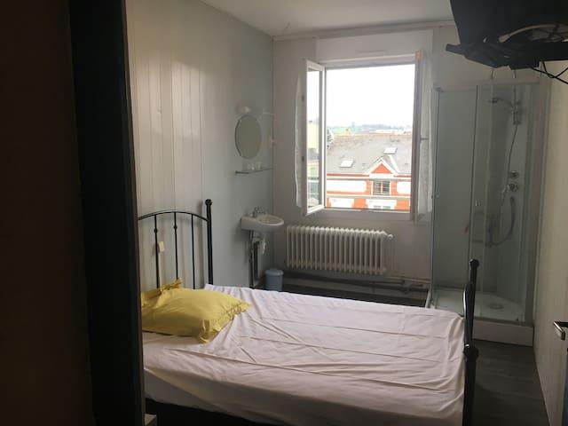 Chambre meublée   3 Eme etage tram Liberation - Le Mans - Apartmen