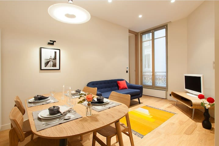 Flat in the luxury heart of Paris - Av Montaigne