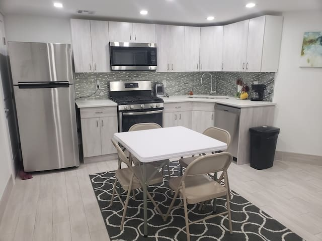 Modern Brooklyn 2 bdrm close to trains #1