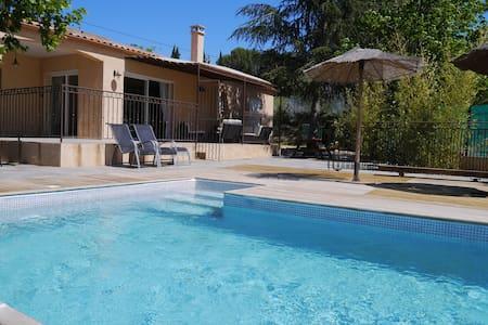 Villa au calme avec piscine - Le Pouget - Haus