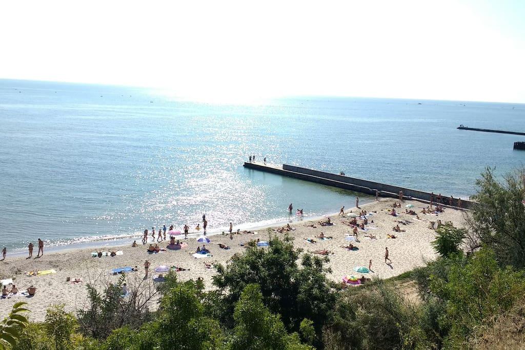 Вид на ближайший пляж