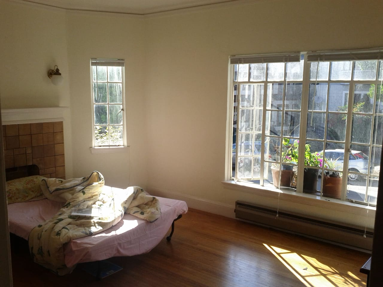 Large, light bedroom with a view, by Lake Merritt - Apartments for ...