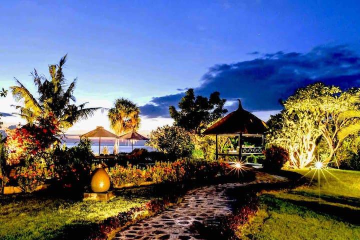 5* Beachhouse Ayu: private chef and private pool