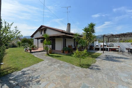 Α lovely traditional spacius villa - Longos