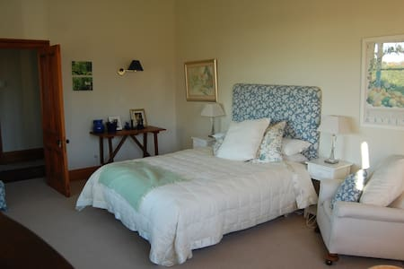 Charming renovated villa - Upper Plain