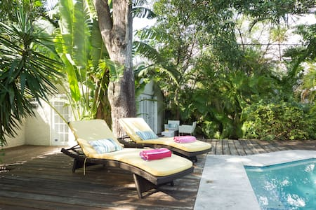 Private Guest House with pool - Miami