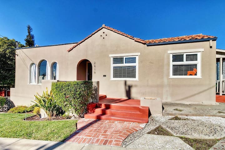 (R14) Beautiful Bay BnB, Clean Bed, All Amenities!