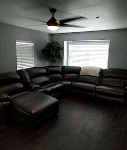 1 Room 15 minutes from everything - Tampa