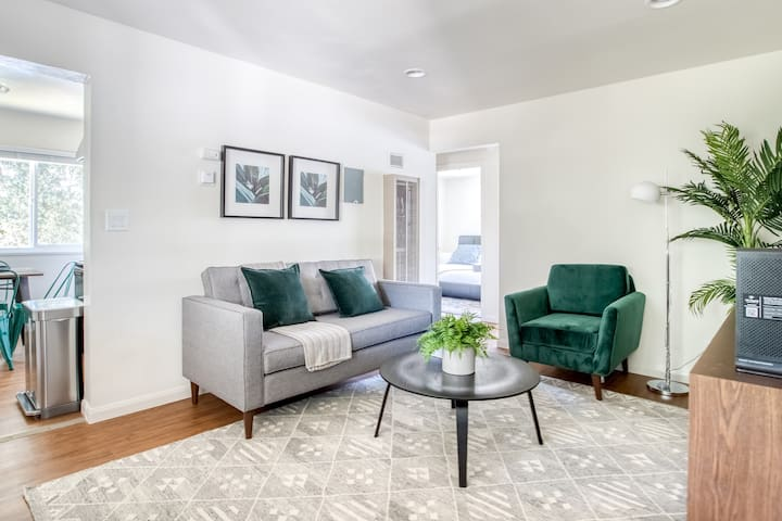 Pet Friendly 2BR w/ Parking 2mi from Apple Park