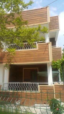 DENİZ DOGA İCİCE BAHCELİ VİLLA 5+1 - EDREMİT AKCAY - Villa