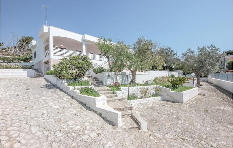 Semi-Detached with 2 bedrooms on 75m² in Leporano Marina