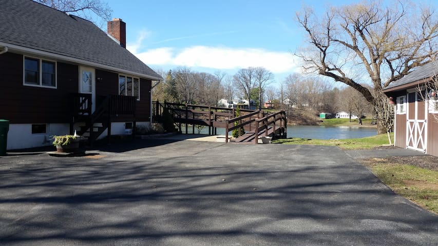 Waterfront 3 bedroom house near Saugerties/Hits - Lake Katrine - Huis