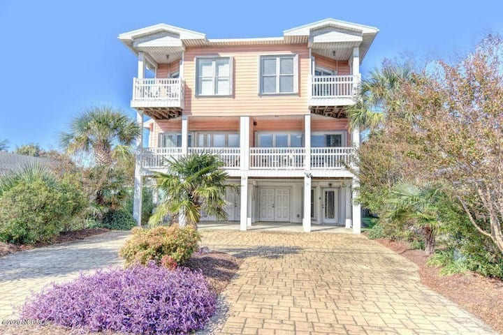 Coral Casa 4 Bed  4 Bath  steps from the beach