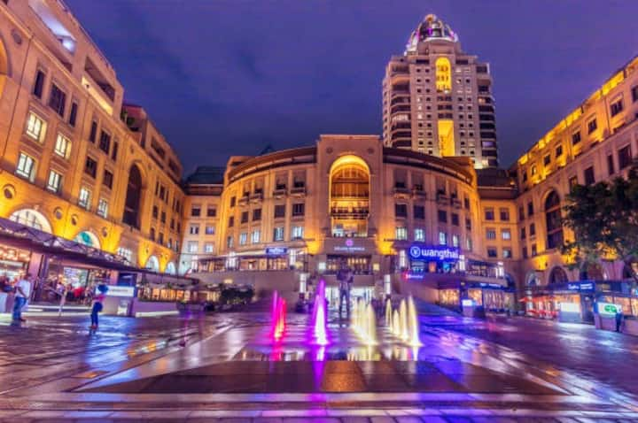 LOCATION, LUXURY, SAFETY!!! In Heart of Sandton