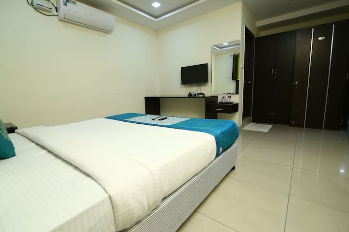 Family  Rooms @ Hitech city Near Fresh living Aprt