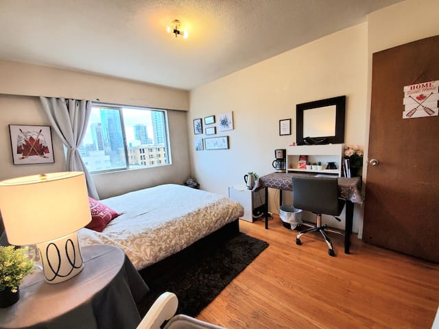 LOCATION!PRICE! Walk score99 Downtown Private room