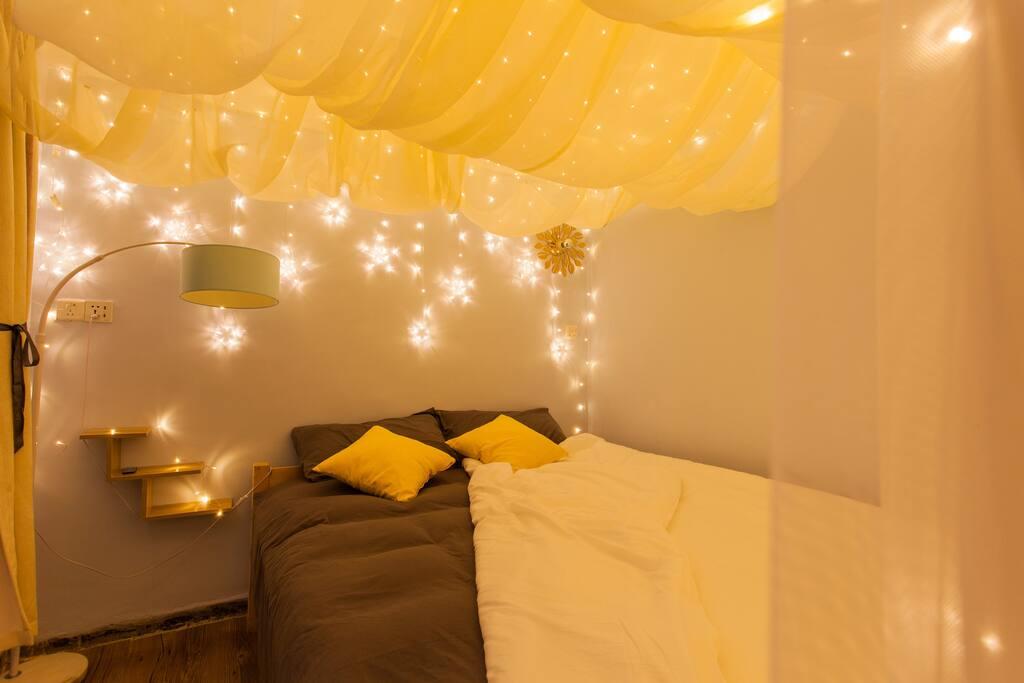 温馨的1.8m梦幻特大床房