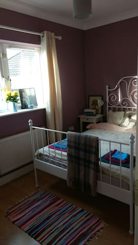 Double bedroom in a seaside town close to Dublin - Rush