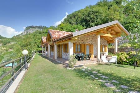 Rustico, Casa vacanze nel verde - Mori - Huoneisto