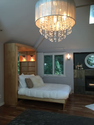Comfortable queen size bed with Frette sheets. Next to the fireplace.