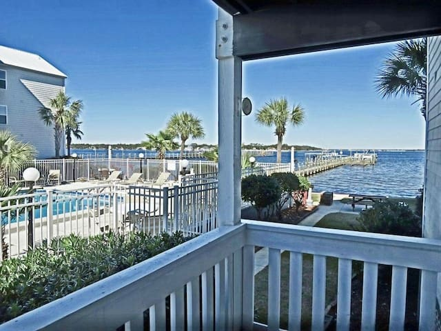 2B/2bath condo, dock access, beach across street - Fort Walton Beach