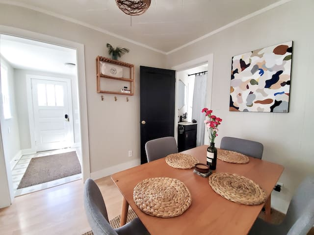 The Crosby Jungalow-Next To Bike Trails & Main St!