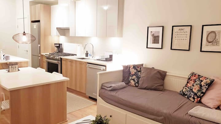 Private 1 Bedroom apartment + Parking