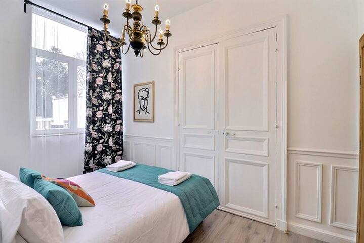 Chambre 2 : lit Queen size (160x200cm)