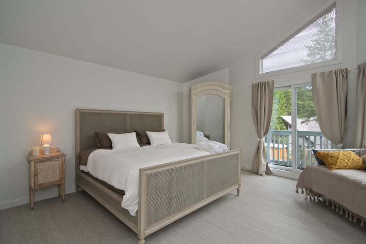 Spacious 2.5 bedroom house with Mountain View's