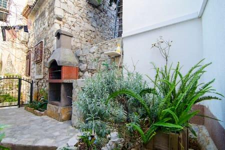 Villa Martinis Old Town Varos / Fully AC - สปริต
