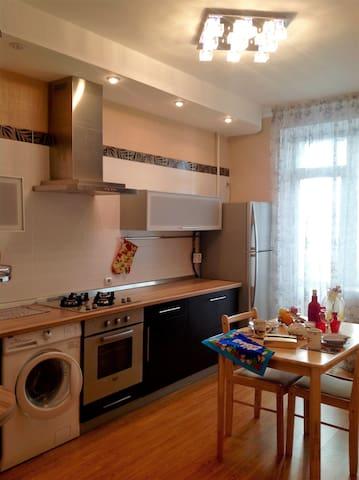 Уютные апартаменты для интересных людей - Omsk - Apartment