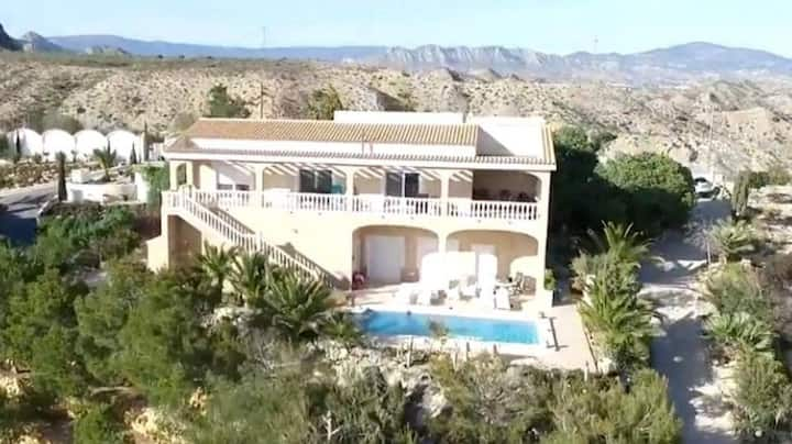 Wonderful villa in a quiet area with private pool.