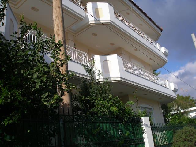ΔΙΑΜΠΕΡΕΣ ΟΡΟΦΟΔΙΑΜΕΡΙΣΜΑ 120τμ - Glyka Nera - Rumah