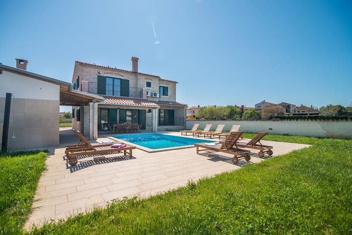 Villa Pomer with a Private Swimming Pool Near the Sea
