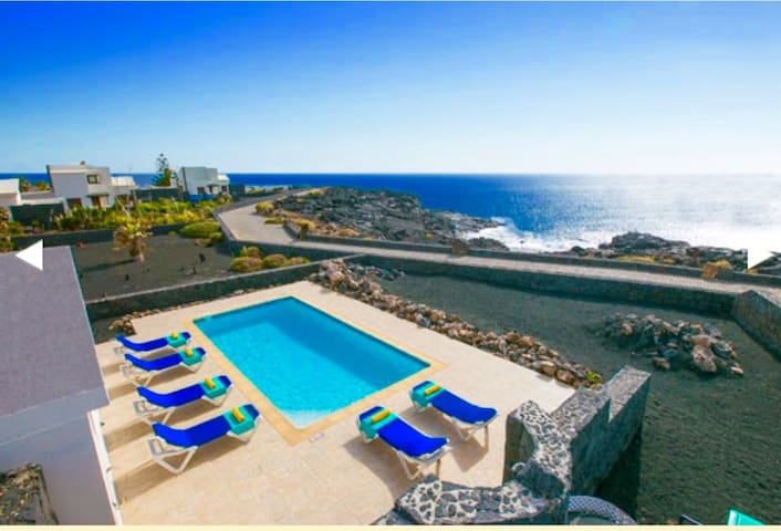 Wonderful villa in front of the sea and BBQ - Playa Blanca  Yaiza - Villa