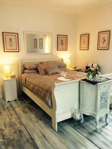 Sunrise Room at Maison Larochelle