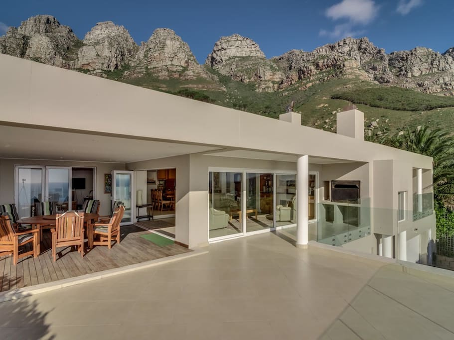 The house is overseen by the Twelve Apostles and the Table Mountain Reserve