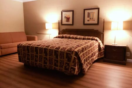king bed. Private entrance and bath - Hemet - Bungalow