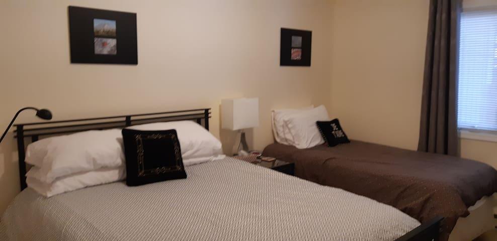 2nd Bedroom, Queen and Twin beds.