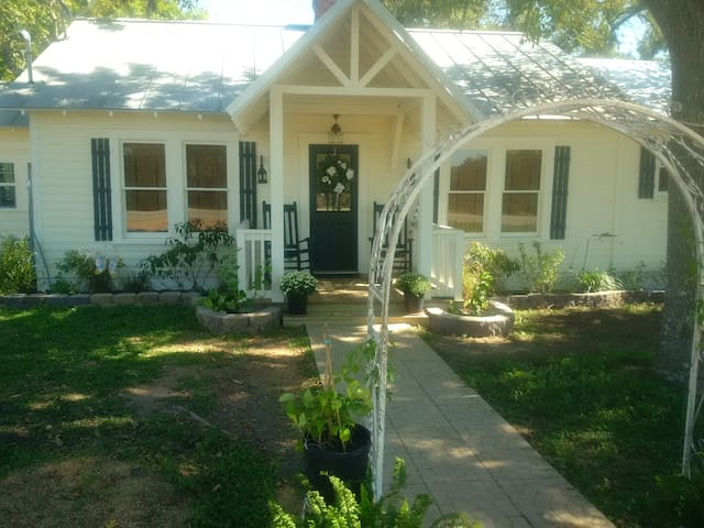 The Butterfly Cottage - La Grange