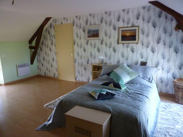 Belle chambre dans une ancienne longère bretonne